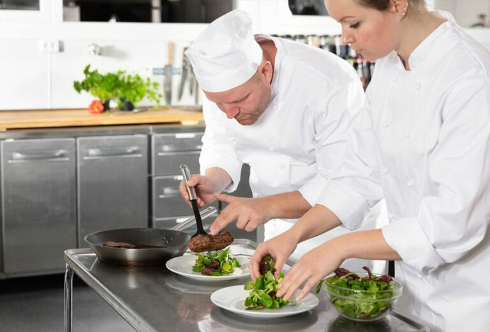 5 Reasons why should you study Certificate III in Commercial Cookery
